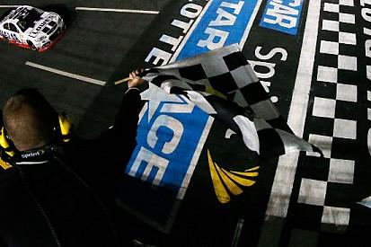 Jimmie Johnson rivince la All Star Race di Charlotte