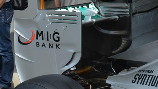 La Mercedes ha modificato l'ala posteriore