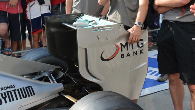 La Mercedes con l'ala a corda molto corta