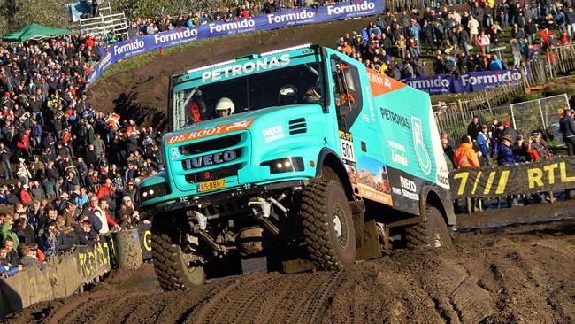I camion Iveco in viaggio verso la Dakar 2014