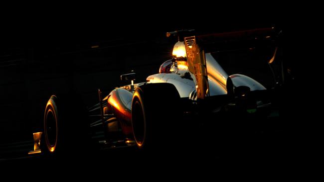 La McLaren nasce argento e senza lo sponsor