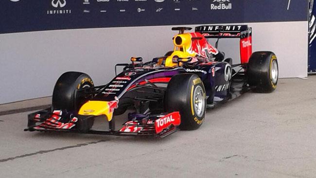Red Bull RB10: ecco il primo scatto in pitlane