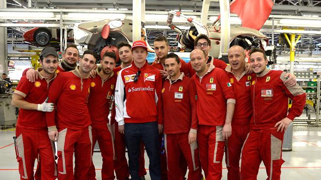 Raikkonen al simulatore prova la F14 T per il Bahrein