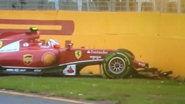 Melbourne, Q2: escluso Vettel, sbatte Kimi
