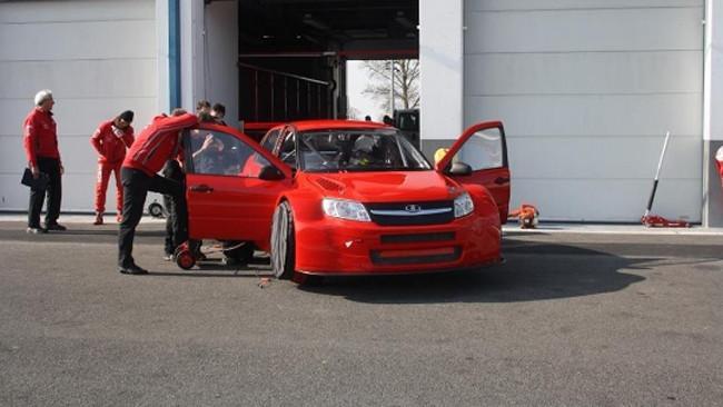 Primo test per la Lada Granta TC1