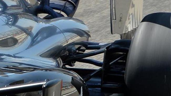 La McLaren gira senza la sospensione a tapparella