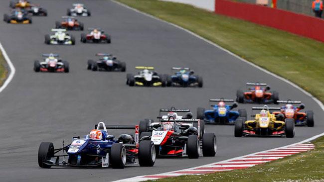 Verstappen fa sua Gara 3 davanti a Ocon e Fuoco