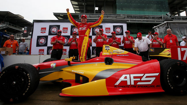 Hunter-Reay sbatte e regala la pole a Saavedra