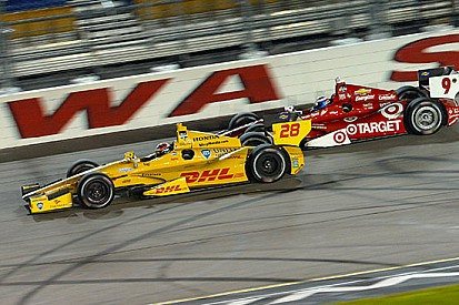 Hunter-Reay si impone di strategia all'Iowa Speedway