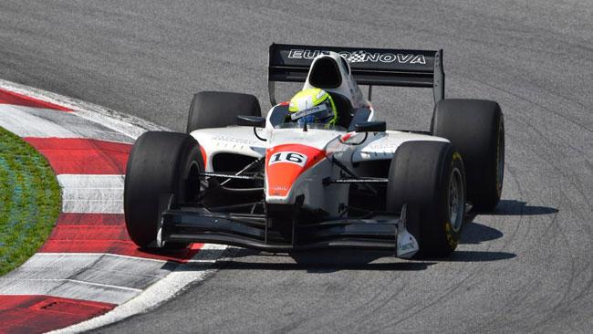 Kimiya Sato converte la pole in vittoria in gara 1