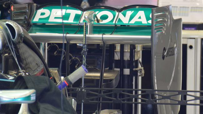 Mercedes: tre archi sull'ala posteriore della W05