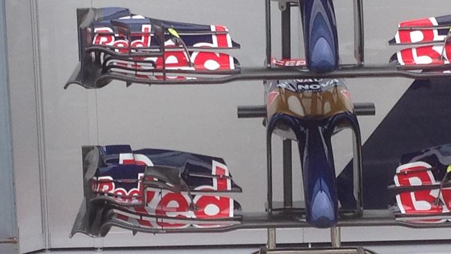 Toro Rosso con due tipi di ala anteriore