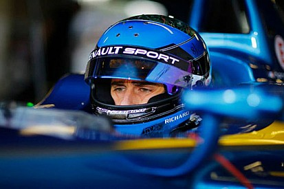 Prost si prende la prima pole della serie