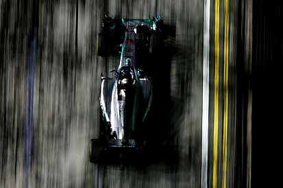 La Pirelli prevede tre pit stop a Singapore