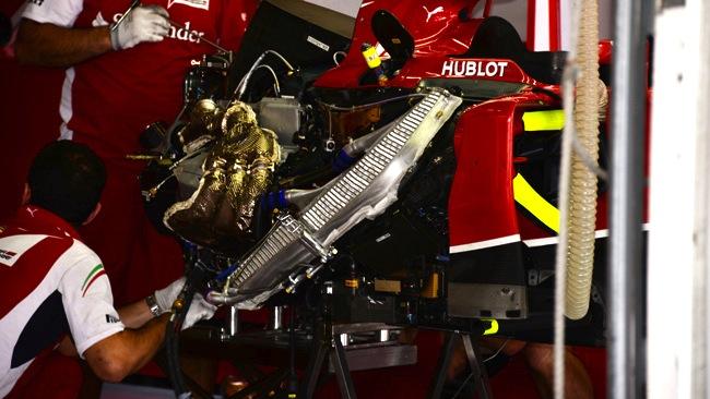 Ecco il motore di Raikkonen che viene cambiato