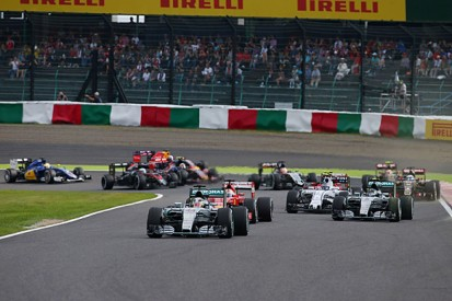 Japanese GP: Rosberg 'had to avoid collision' with Hamilton