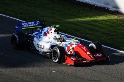 Le Mans FR3.5: Oliver Rowland claims race one pole for Fortec