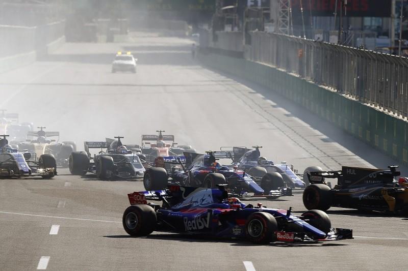 Toro Rosso's Carlos Sainz made 'sacrifice' to avoid Daniil Kvyat hit