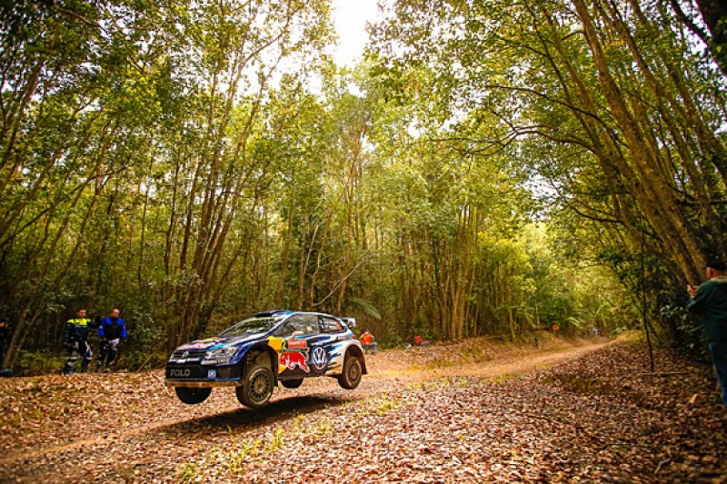 WRC Rally Australia: Jari-Matti Latvala takes lead from Kris Meeke