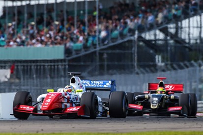 Silverstone FR3.5: Oliver Rowland defeats Mattieu Vaxiviere to win