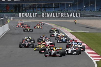 Silverstone FR3.5: Tio Ellinas dominates action-packed race