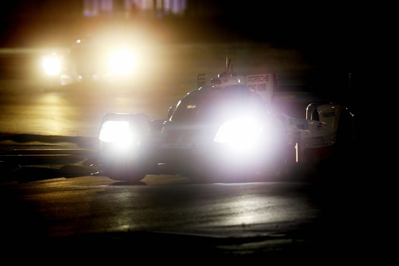Lotterer keeps Porsche in the lead after 14 hours of Le Mans