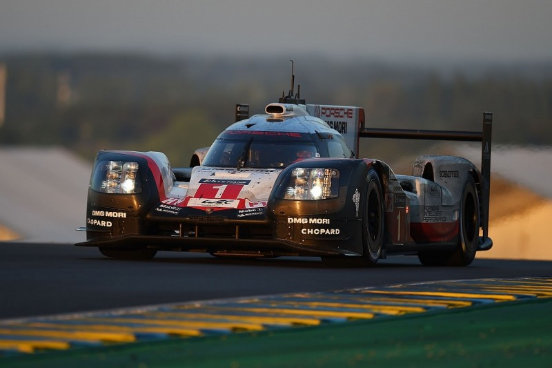 Le Mans 24 Hours: #1 Porsche adds another lap to commanding lead