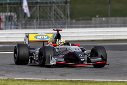 Silverstone Formula Renault 3.5: Tio Ellinas, Strakka top practice