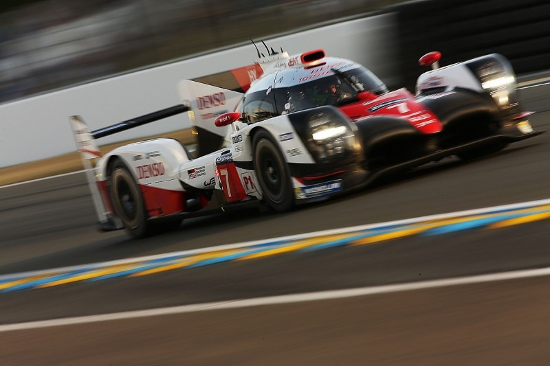 Le Mans 24 Hours: #7 Toyota after swap but #1 Porsche closing in