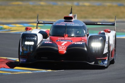 Le Mans 24 Hours: #7 Toyota takes the lead in second hour