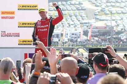 Knockhill BTCC: Gordon Shedden takes win for Honda at home