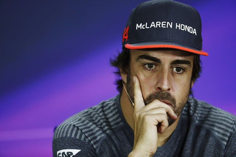 Fernando Alonso will stay at McLaren for 2018 if it can win this year