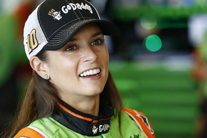 Danica Patrick's NASCAR deal extended with Stewart-Haas