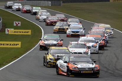 BTCC Snetterton: Colin Turkington wins chaotic second race