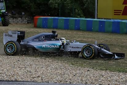 "Lewis Hamilton apologises to Mercedes F1 team for ""bad day"""