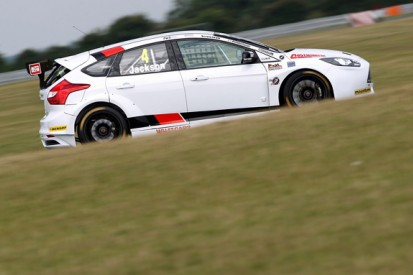 Returning Ford squad Motorbase tops BTCC tyre test at Snetterton
