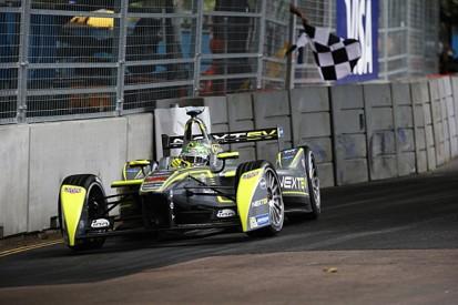 London Formula E: Nelson Piquet Jr 16th, Stephane Sarrazin on pole
