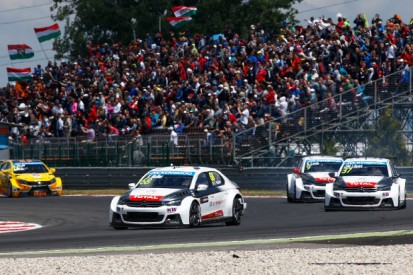 Slovakia Ring WTCC: Yvan Muller dominates race one from pole