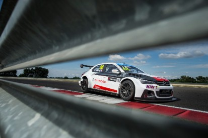 Slovakia Ring WTCC: Jose Maria Lopez and Yvan Muller lead practice