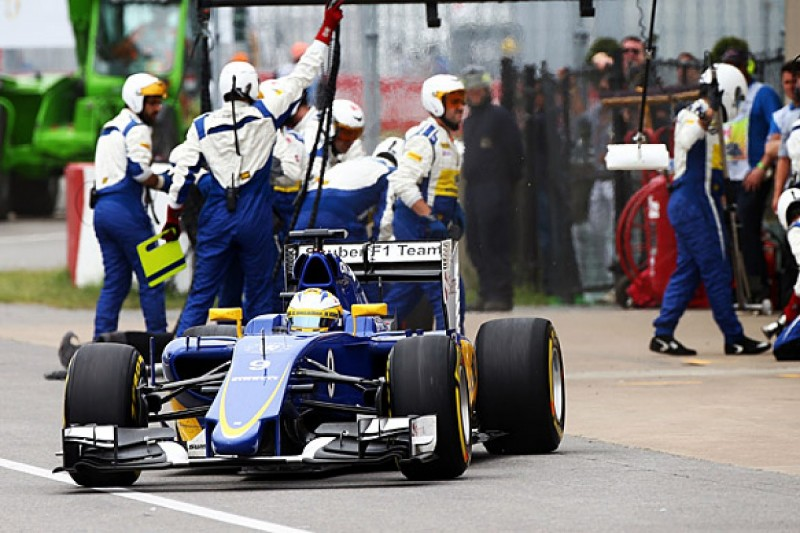 Pirelli: Slower than expected 2015 F1 pace helping cause one-stops