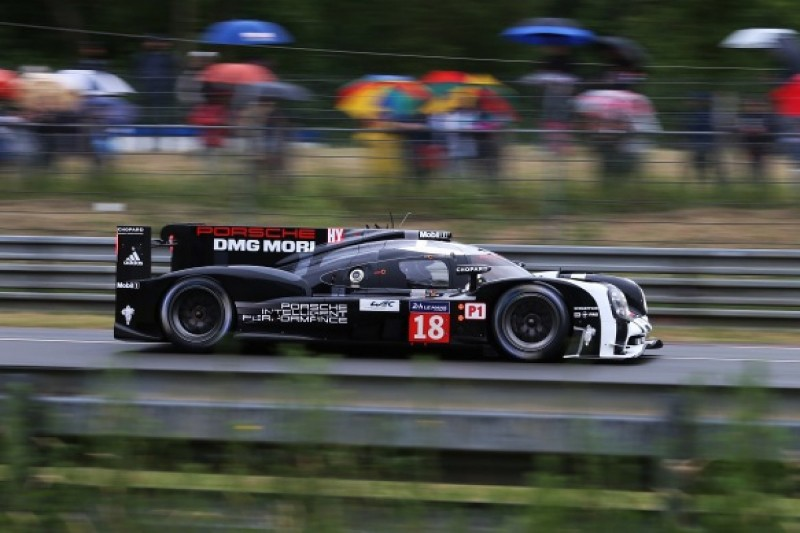 Le Mans 24 Hours test day: Porsche's Jani leads wet first session