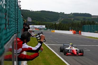 Spa FR3.5: Rowland beats de Vries and Vaxiviere in race two