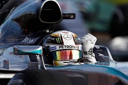 Australian GP: Lewis Hamilton beats Nico Rosberg to win