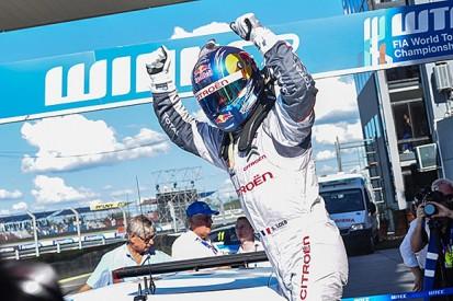 WTCC Argentina: Sebastien Loeb holds off Jose Maria Lopez for win