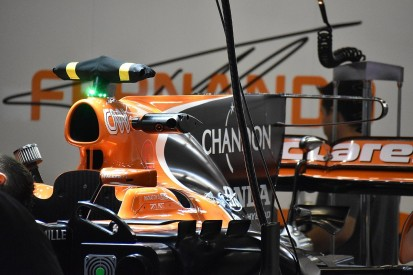 McLaren fits aggressive F1 T-wing design at Chinese GP