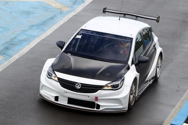 BTCC's new Vauxhall Astra turns first laps at Donington Park