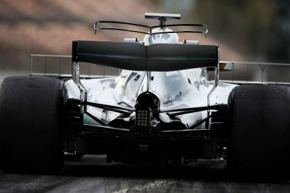 Mercedes F1 team runs double T-wing in Barcelona test