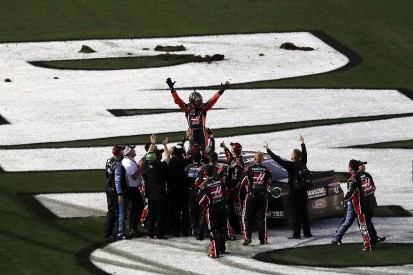 Kurt Busch wins crash-strewn 2017 Daytona 500 for Stewart-Haas