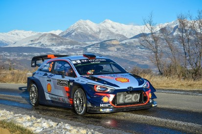 WRC Monte Carlo Rally: Neuville leads as Ogier starts cutting gap