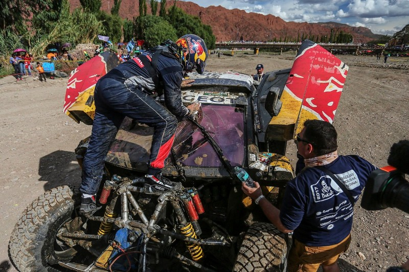 Dakar Rally 2017: Carlos Sainz retires after Thursday crash